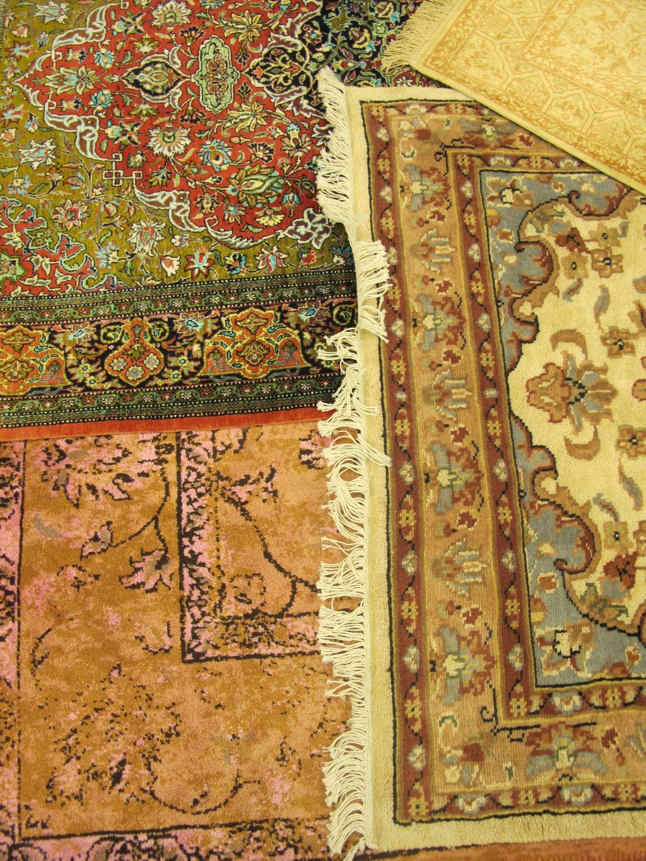 Detalii cu covoare din matase provenienta Pakistan de la Flying Carpets