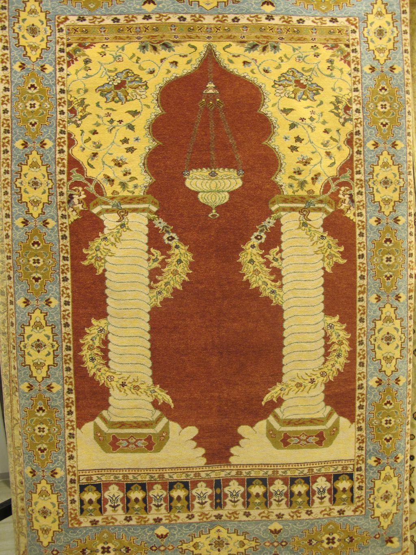Unul dintre cele mai cerute covoare orientale de Flying Carpets este realizat la o fabrica din Galati