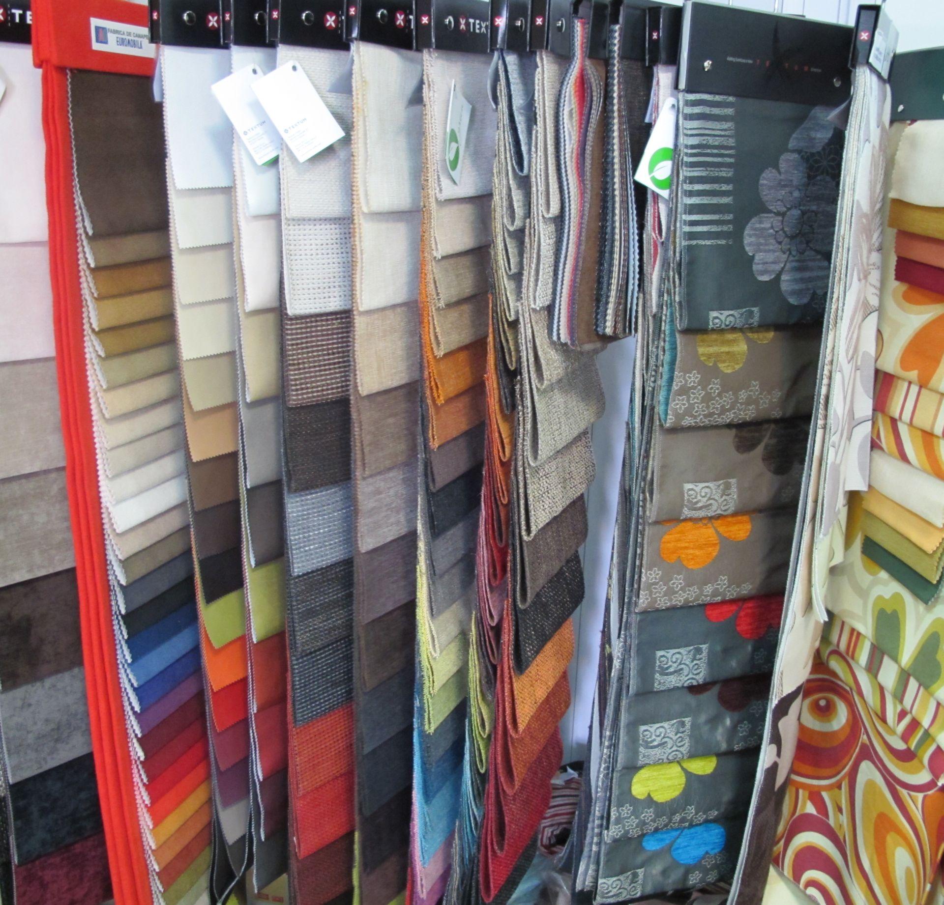 Varietate de stofe pentru tapiteria canapelelor si fotoliilor de la Euromobila