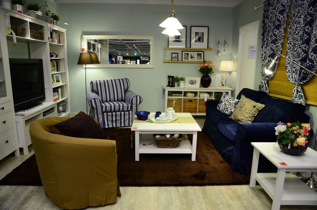 Living  transformat cu decoratiuni potrivite atmosferei din sezon rece