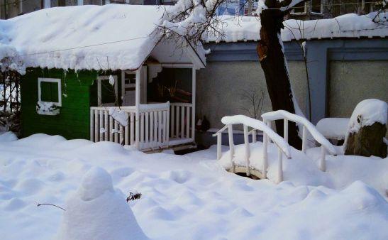 Casuta din lemn pentru copii Clara iarna realizata de Casute Kalman