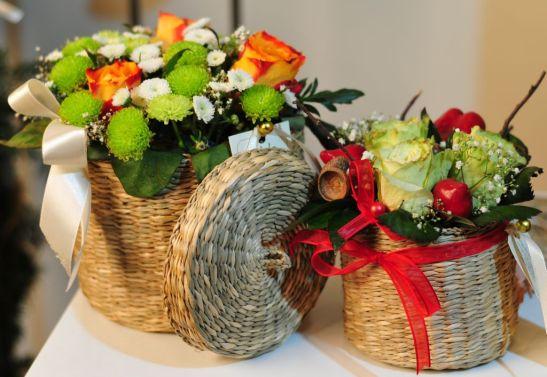 Cosulete cu crizantele si trandafiri de la Flor de May