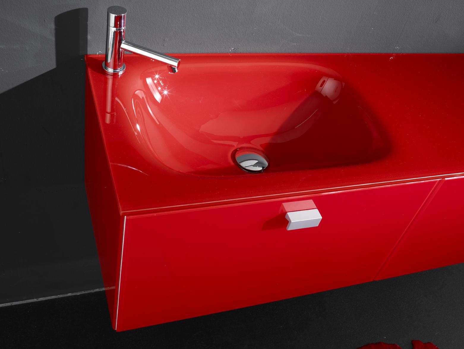 Mobilier de baie si lavoare din sticla colorata produse in Romania