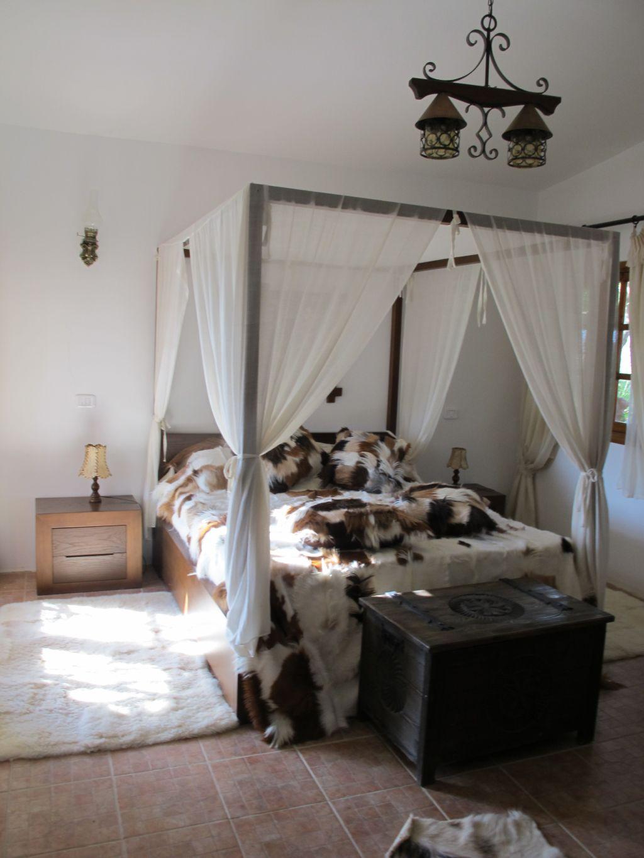 Dormitorul din Villa Tabarka domeniul Ksar Ezzit din Tunisia