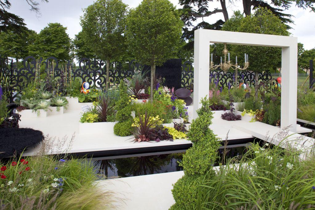 Gradina Muzeului Rus, design Heather Appleton, prezentata la RHS Hampton Court Palace Flower Show 2012. Proiect sponsorizat de Friends of The State Russian Museum of St Petersburg