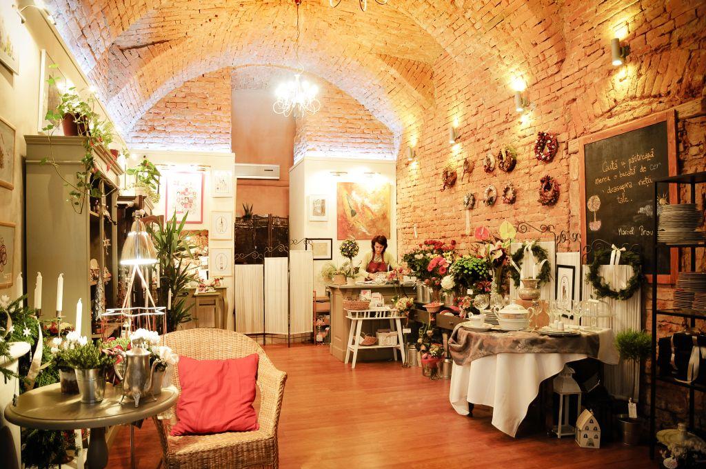 Interiorul magazinului de frumos Flor de May din Tg Mures