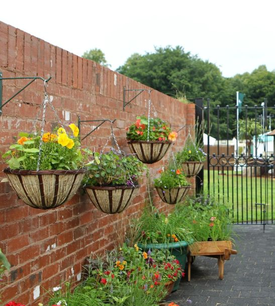 Oaza urbana, design Chris Bearshaw la RHS Flower Show Tatton Park, Londra. Foto Andy Paradise