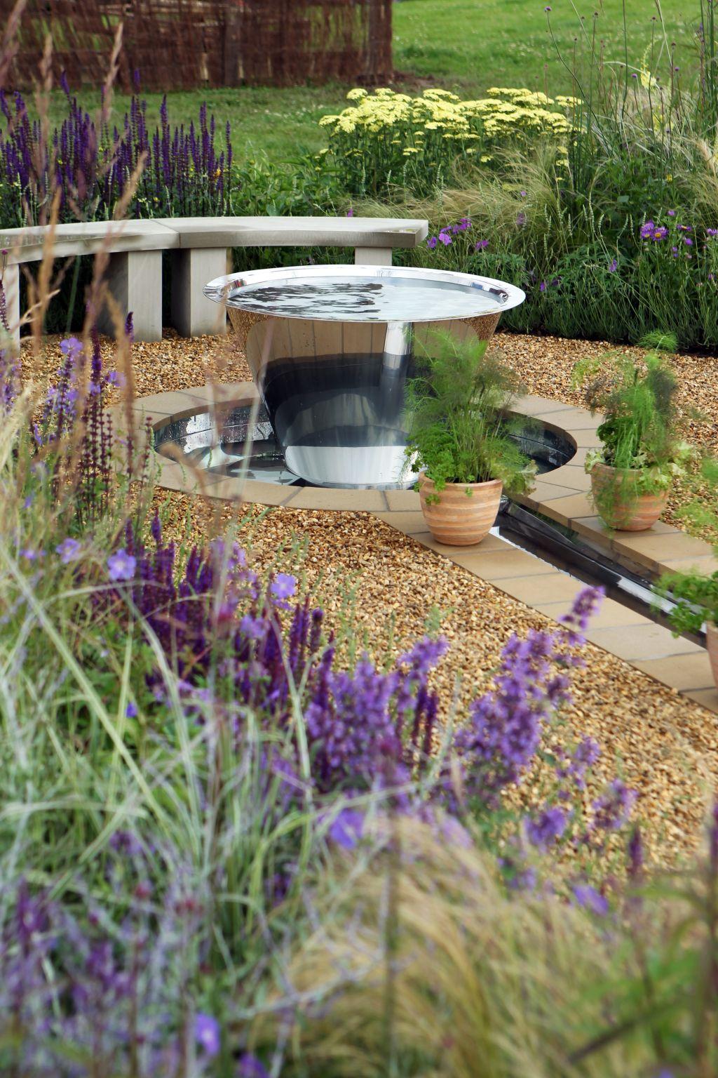 Potrivire perfecta in gradina, proiect de Harry's Gold Stars la RHS Flower Show Tatton Park, Londra. Foto Andy Paradise