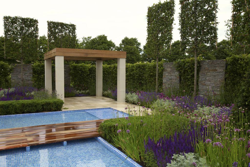 The Italian Job, designer Jack Dunckley, proiect prezentat la RHS Hampton Court Palace Flower Show 2012. Sponsor Serele Birchfield