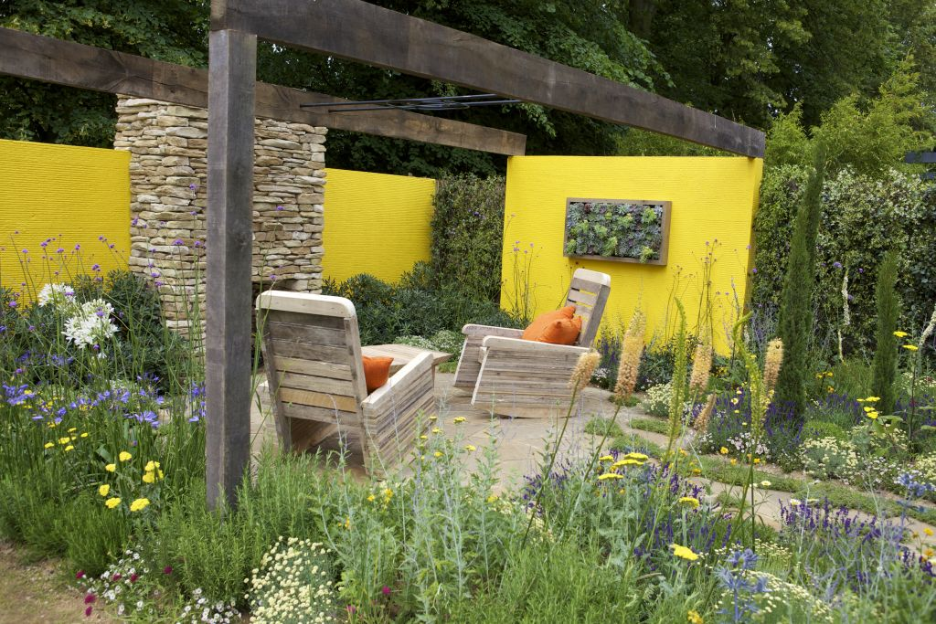 Vara in gradina. Proiect creat de Mike Harvey, prezentat la RHS Hampton Court Palace Flower Show 2012.