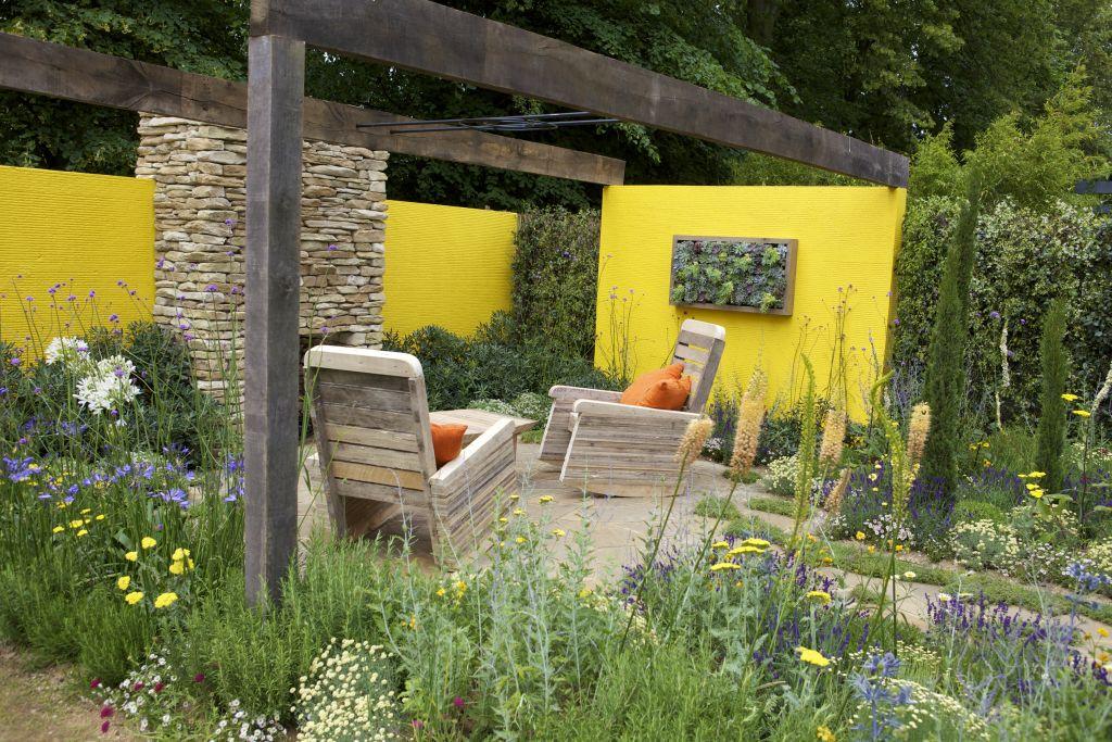 Vara in gradina. Proiect creat de Mike Harvey, prezentat la RHS Hampton Court Palace Flower Show 2012.