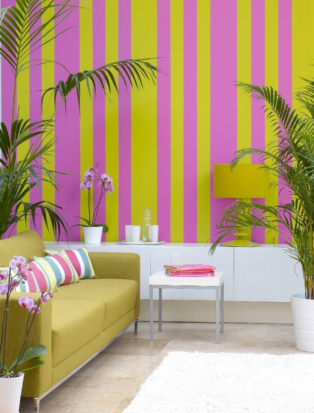 Ambient cu dungi verticale in culori exotice