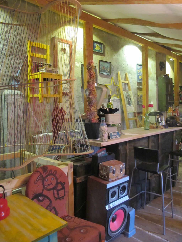 Barul din mansarda cafenelei Acuarela