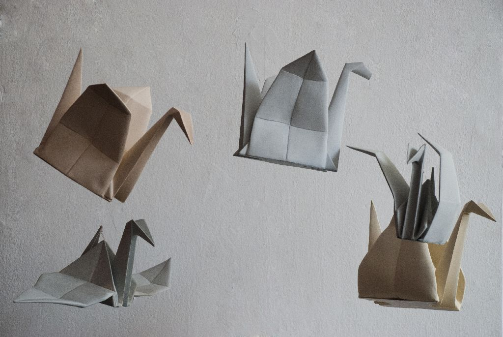 Ȋmpăturiri, lucrari din ceramica, artist Alina Constantin, fiecare piesa costa 100 euro