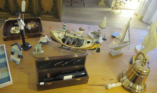 Cadouri pentru barbati si baieti cu tema marina si pentru pasionatii de vin de la Pierrot decoratiuni