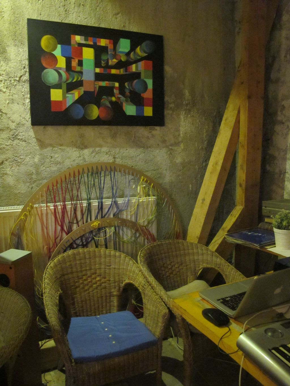 Coltul artistic in mansarda cafenelei Acuarela