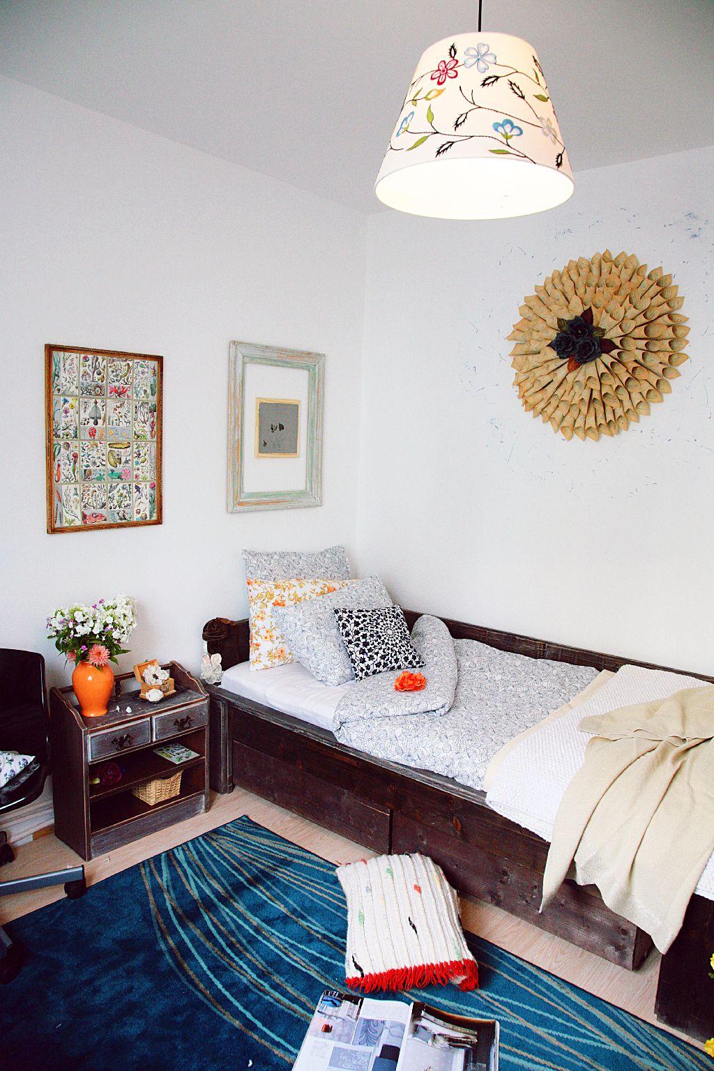 Decoratiunile conteaza in atmosfera camerei. Proiect amenajare Valdecor