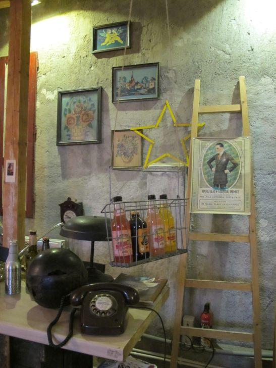 Detalii din mansarda cafenelei Acuarela Bucuresti