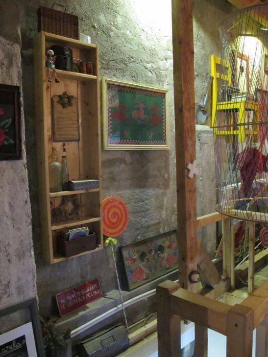 Detalii din mansarda cafenelei Acuarela