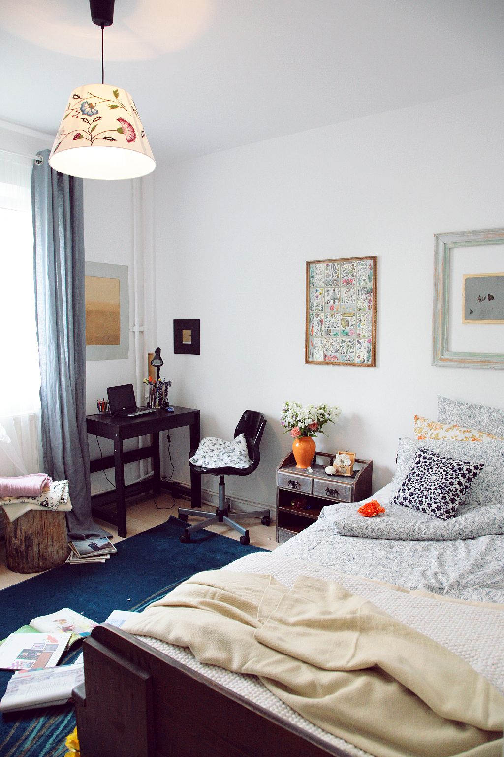 Draperia este asortata cu covorul. Proiect amenajare Valdecor