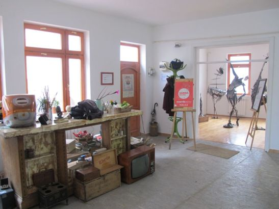 Galeria de la intrarea in cafeneaua Acuarela