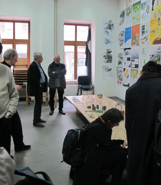 In imagine o parte din profesori, respectiv Cezar Suteu, rectorul UNArte Catalin Balescu si profesorul Valeriu Mladin la expozitia studentilor de la Design UNArte, februarie 2013