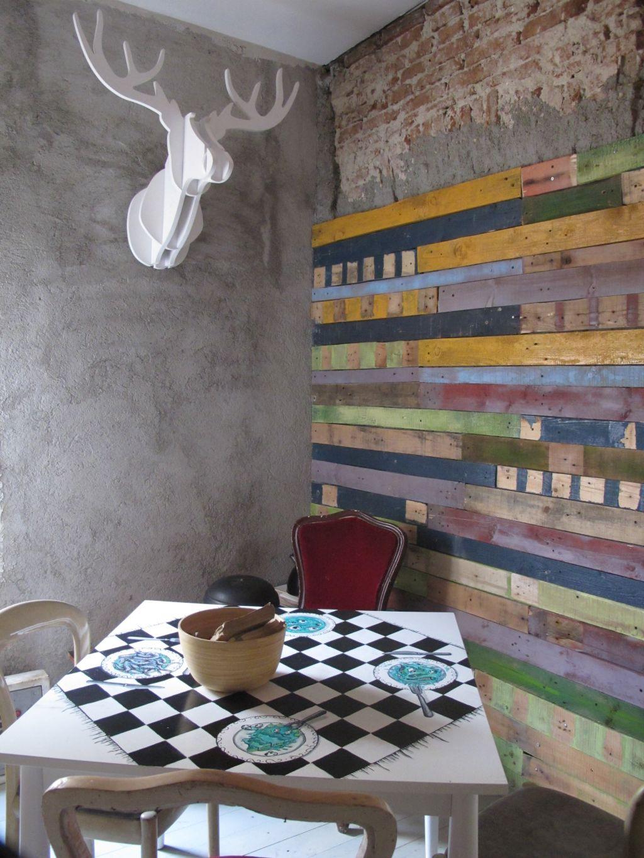 Lucrari de arta si finisaje artistice la parterul cafenelei Acuarela