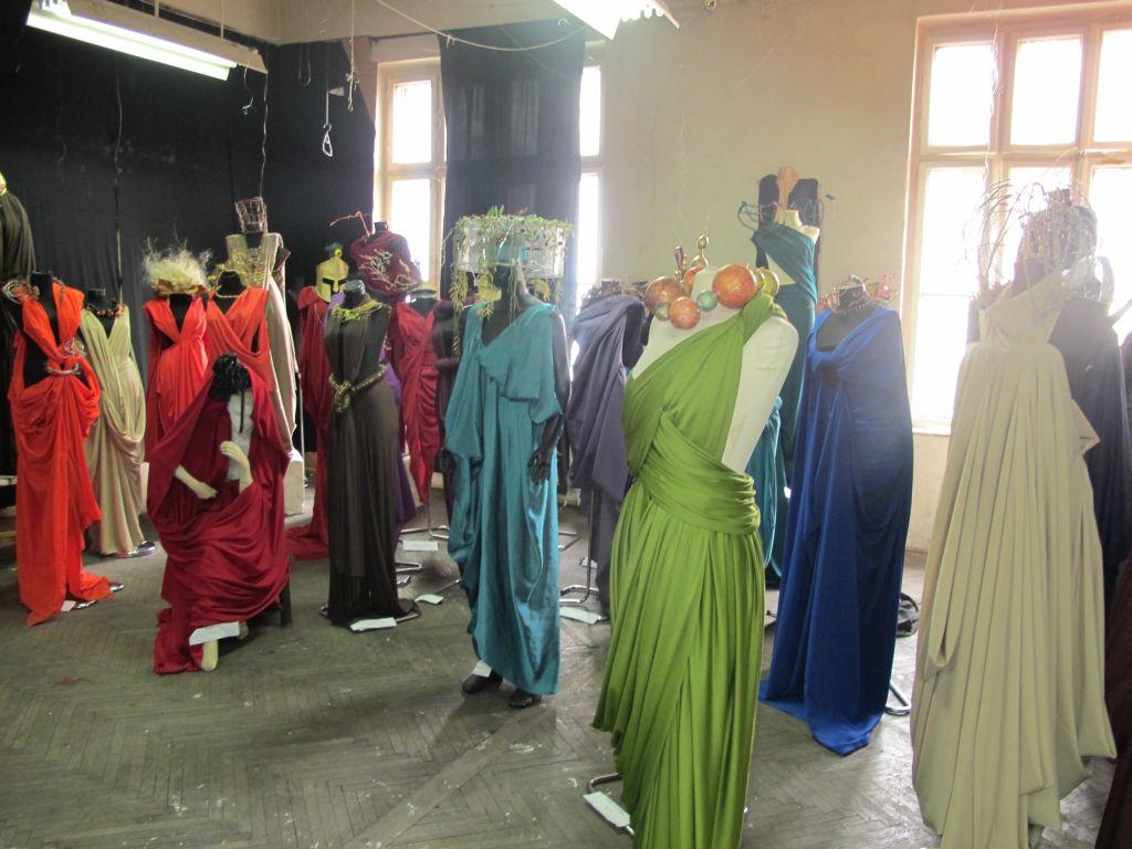 Lucrari de studiu realizate de catre studentii sectia moda UNArte, februarie 2013