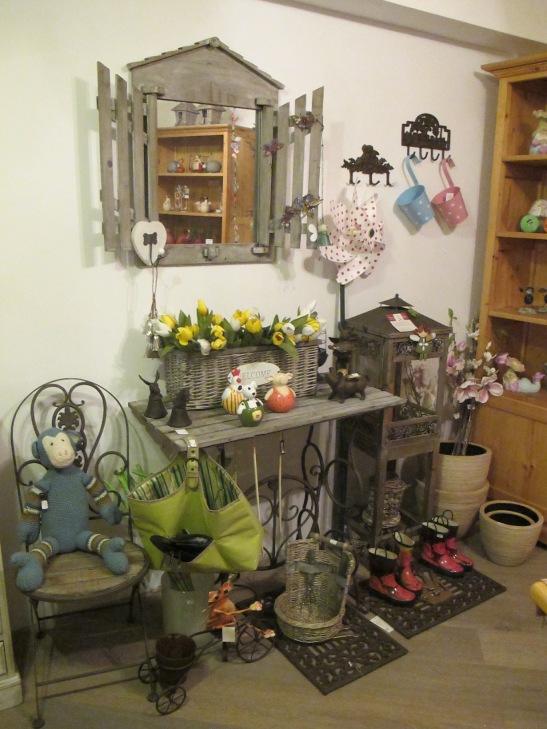 Mic mobilier si decoratiuni pentru gradina la Pierrot decoratiuni