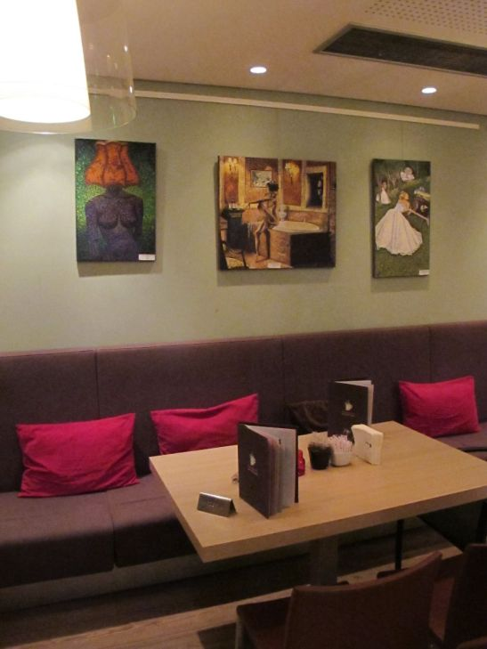 Picturile lui Orly Yanay expuse la Reader's Cafe