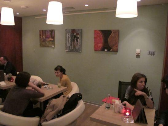 Picturile lui Orly Yanay la cafeneaua Reader's din Bucuresti