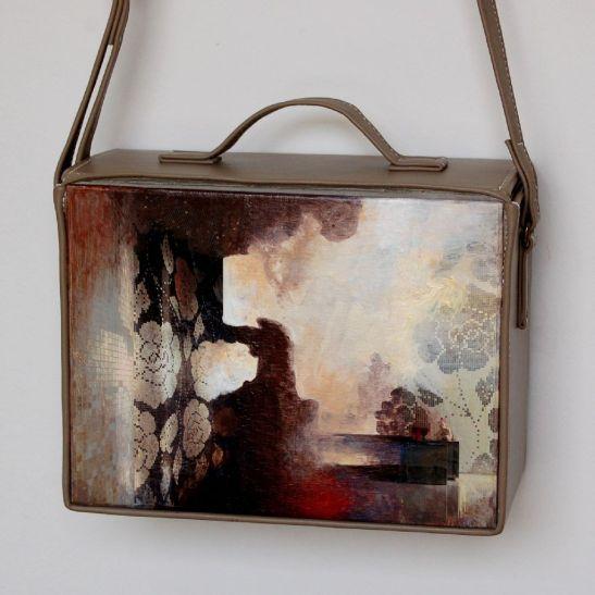 Sogno bianco, pictura de Elena Vijoli incastrata in geanta