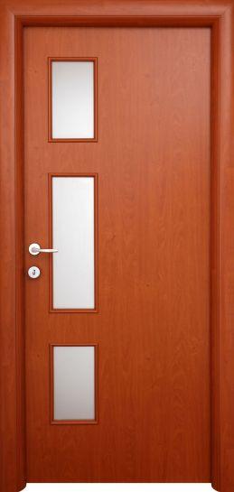 Usa interioara decupata model Sabine, de la Prodecor, pret 397 lei pentru foaia de usa.