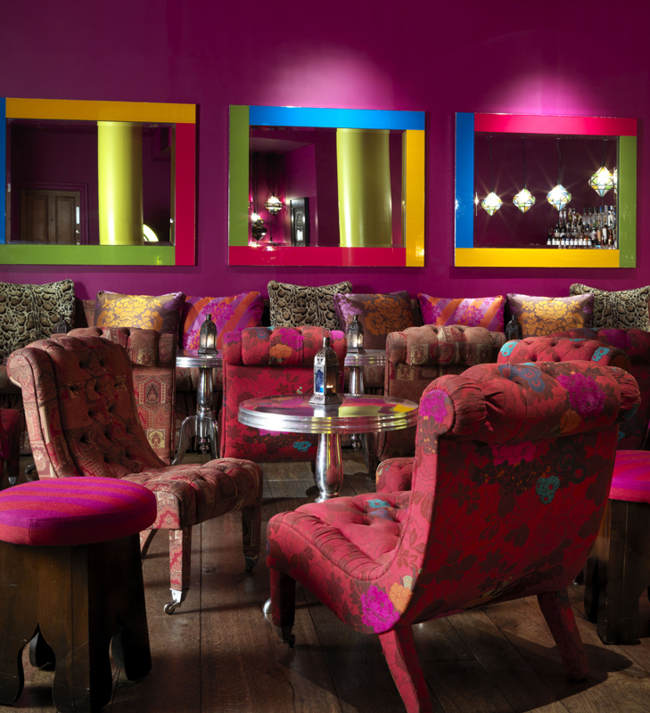 Zona de bar de la The Soho Hotel, designer Kit Kemp