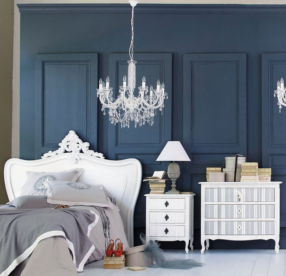 Ambient dormitor inspiratie pentru decor cu lustra imitatie cristale. Foto Maison du monde