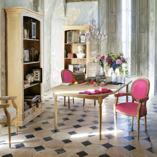 Ambinet interior cu lustra imitatie cristale. Foto Maison du monde