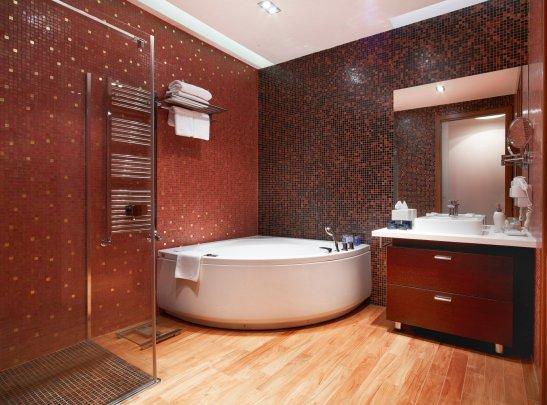 Baia apartamentului Presidential Suite de la Hotel Ana Sport