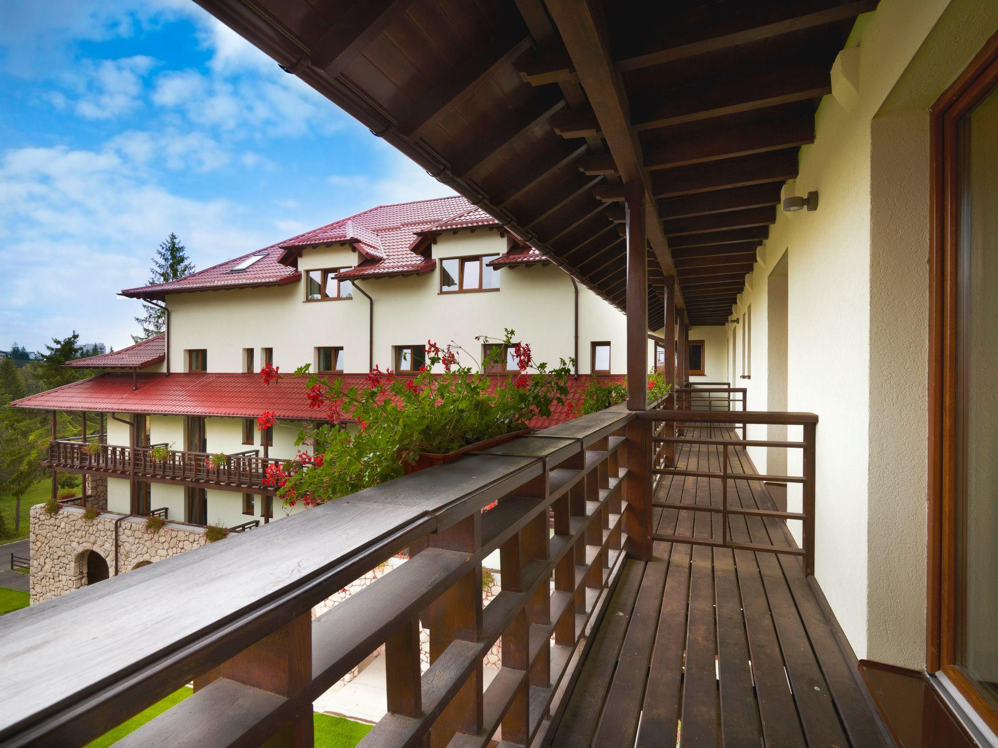 Balcoanele camerelor hotelului Ana Sport