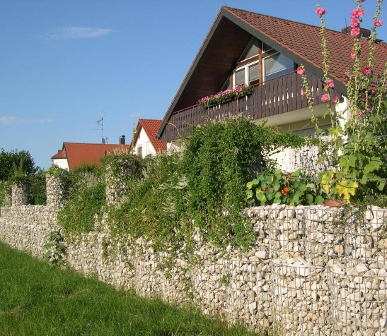 Gard rustic din gabioane Foto heinze.de