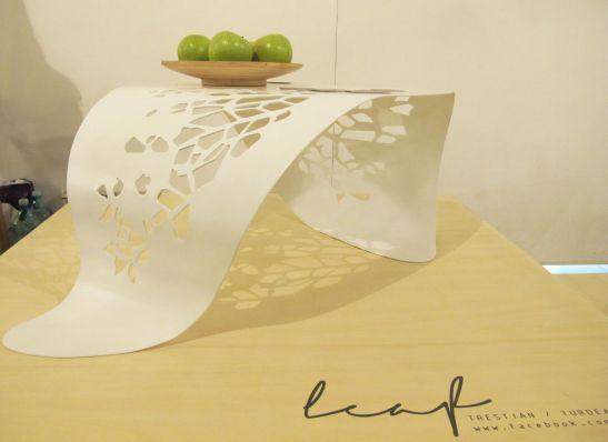 Masa Leaf designeri Alina Turdeanu si AncaTrestian, Autor 4 noiembrie 2012