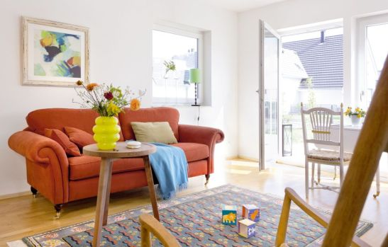 Pentru inspiratie interior de casa SchwoererHaus vopsita in alb