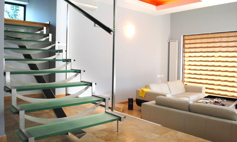 Scara de interior cu trepte din sticla realizata de SUPERFABER