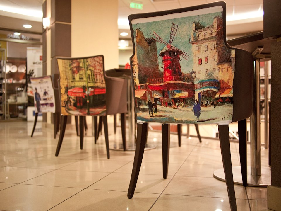 Scaune de la Cafe Rtiangle D'or peronalizate de echipa de la Photoliu