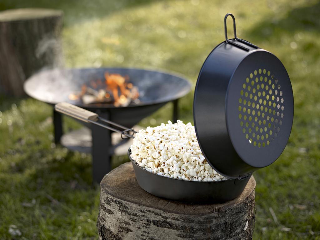 Tigaia pentru popcorn o poti folosi pe vatra