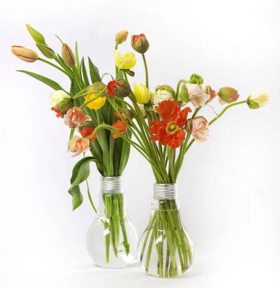 Vaze inalte de 11 cm sub forma de becuri vechi