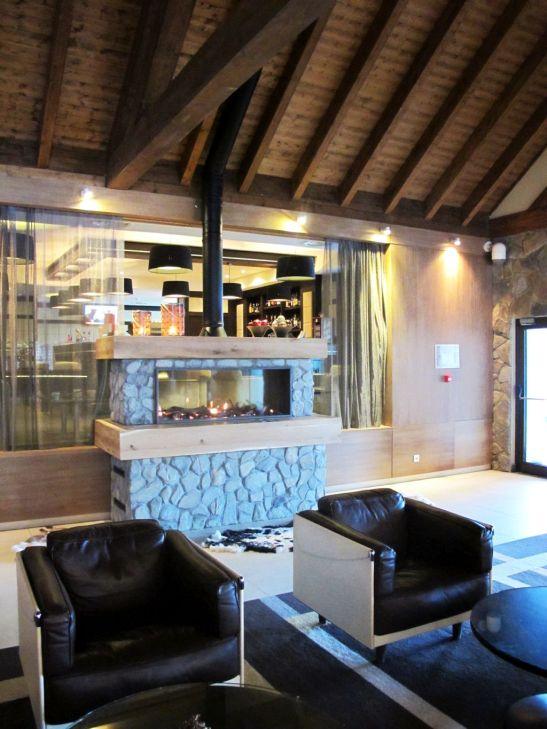 Vedere asupra barului din holul de la intrarea in Hotel Ana Sport