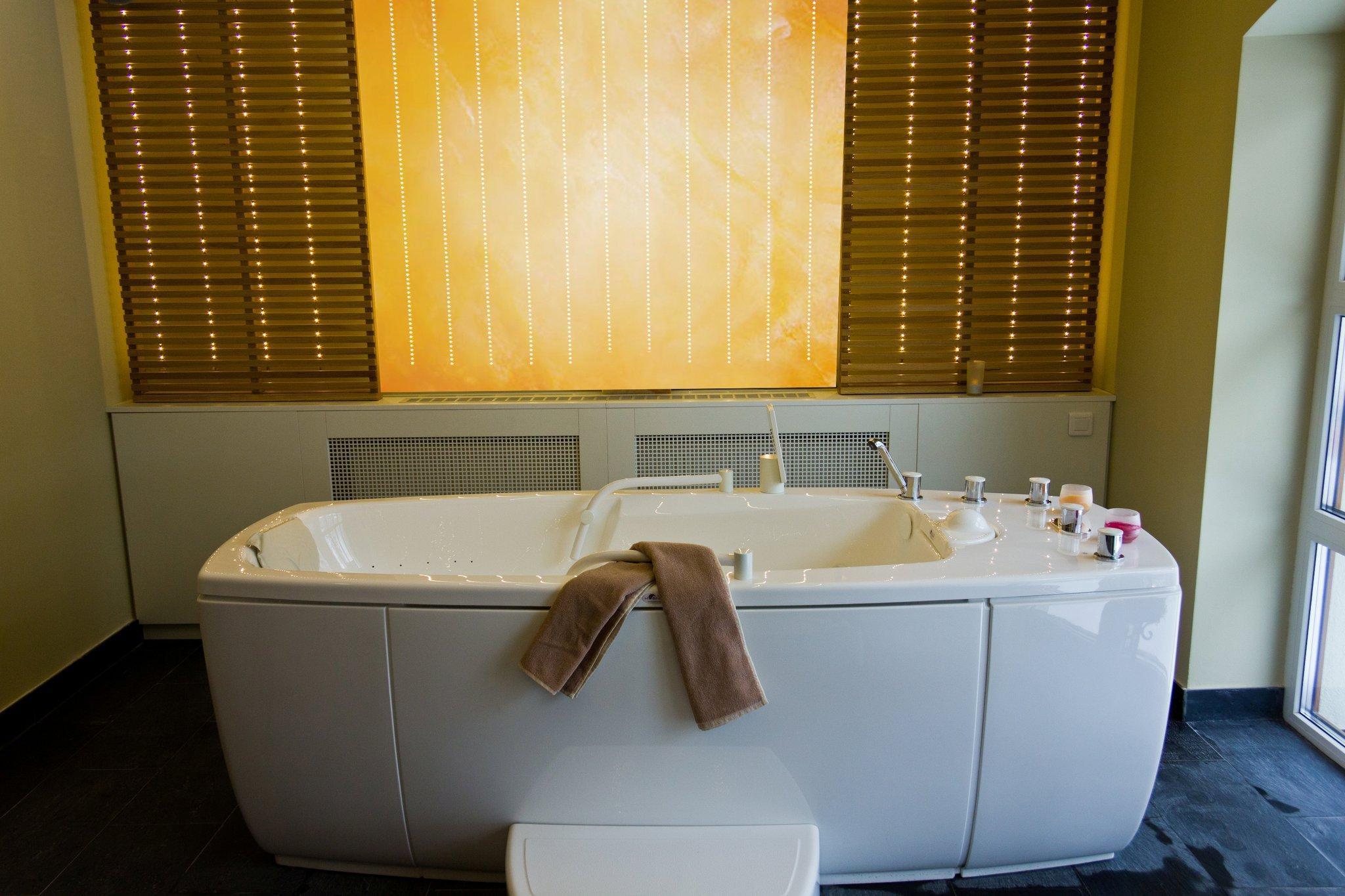 Zona de impachetari si masaj acvatic la centrul Spa de la Hotel Ana Sport