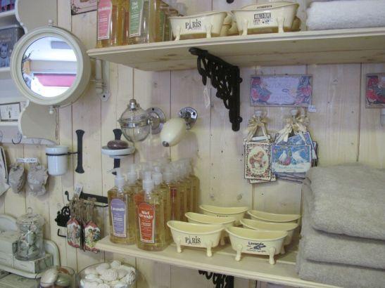Accesorii si produse pentru baiein stil provensal si vintage gasesti la Comptoir de Famille