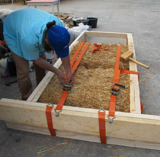 Demonstratie de construire a unui perete cu sistemul Earth Safe Design