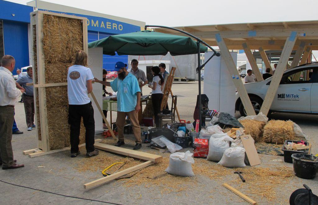 Demonstratii de lucru cu sistemul caselor din baloti de paie Earth Safe Design